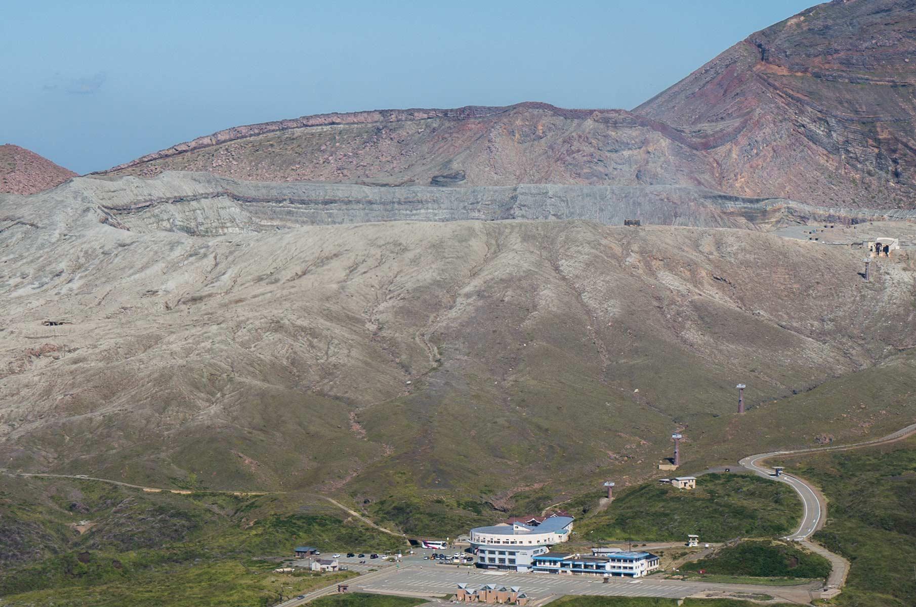 Mt. Aso Kraterrand in der Mt. Aso Gras- und Vulkanlandschaft, Japan