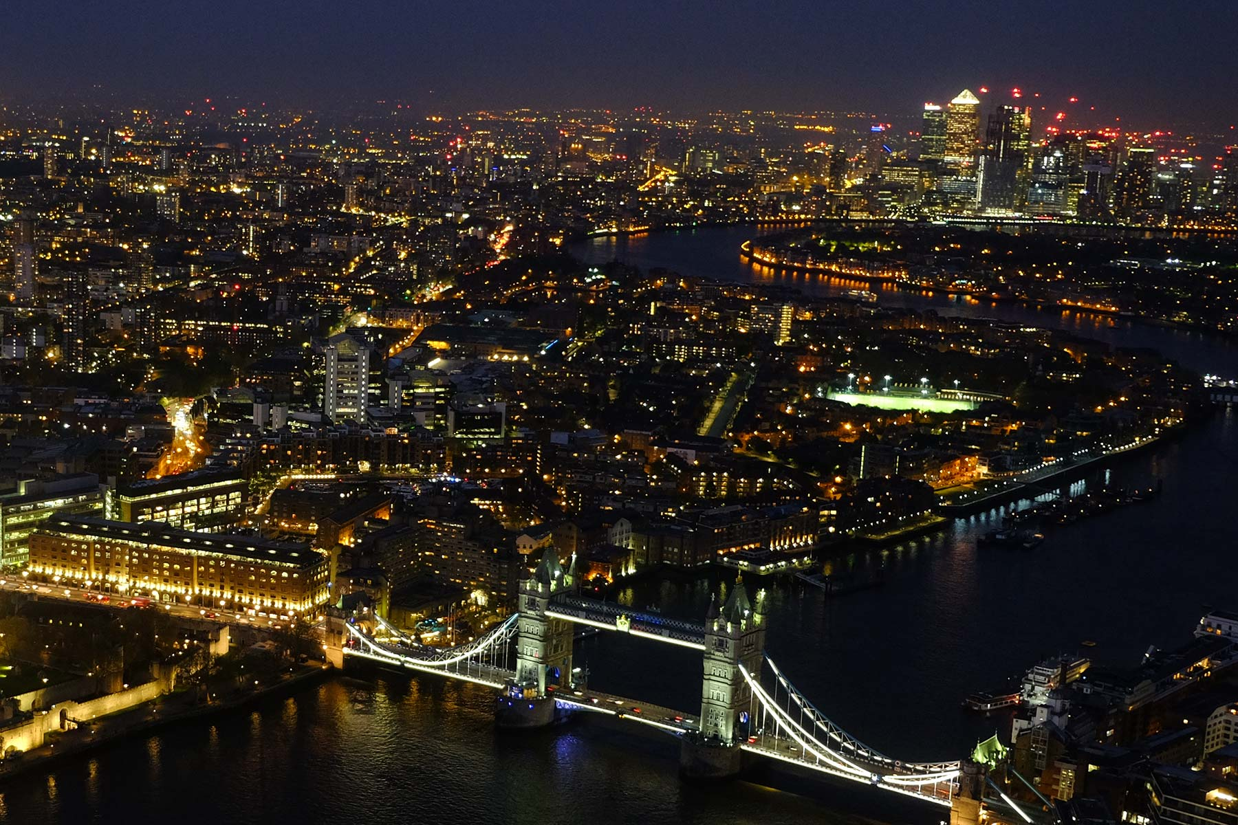 Blick vom The Shard bei Nacht in London, England