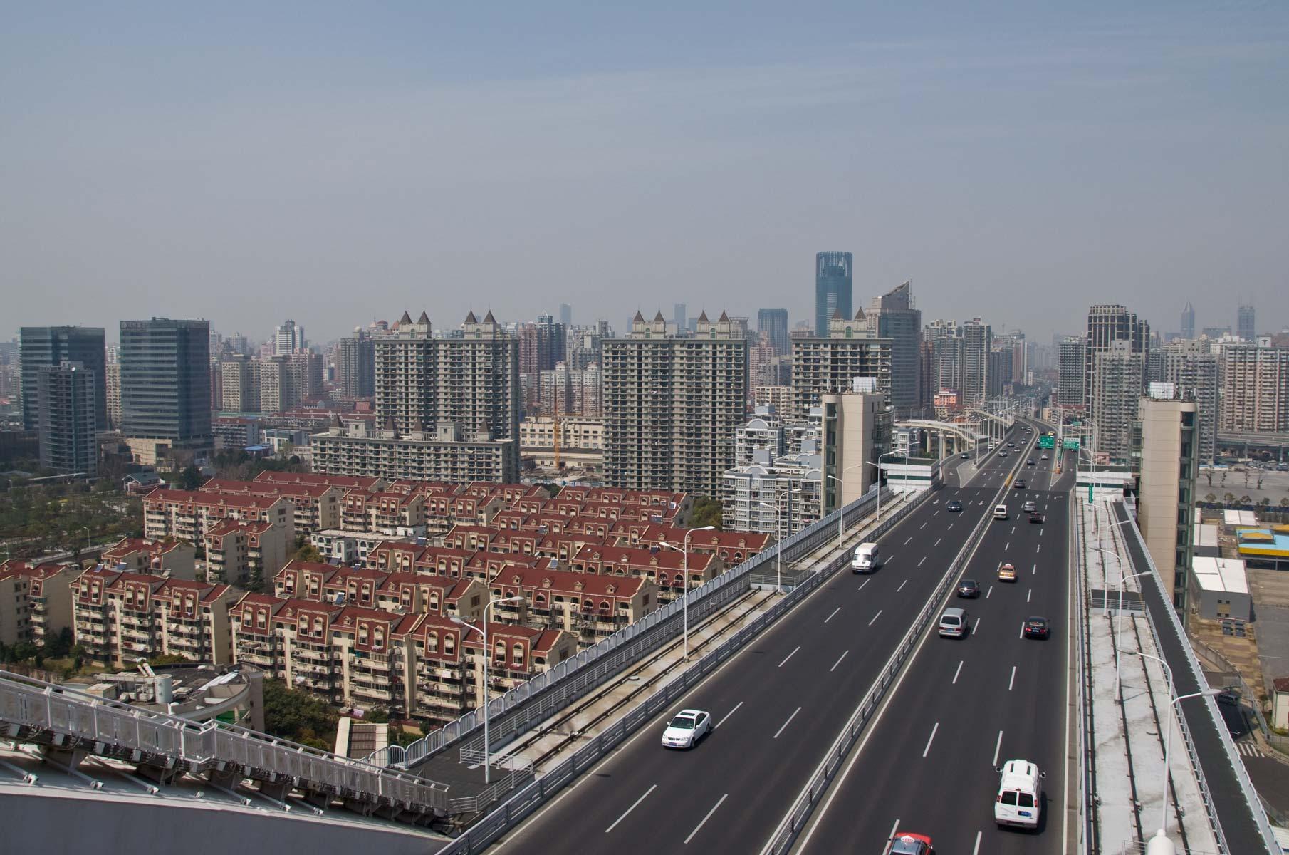 Auf der Nanpu Brücke in Shanghai, China - Blick in Richtung Puxi