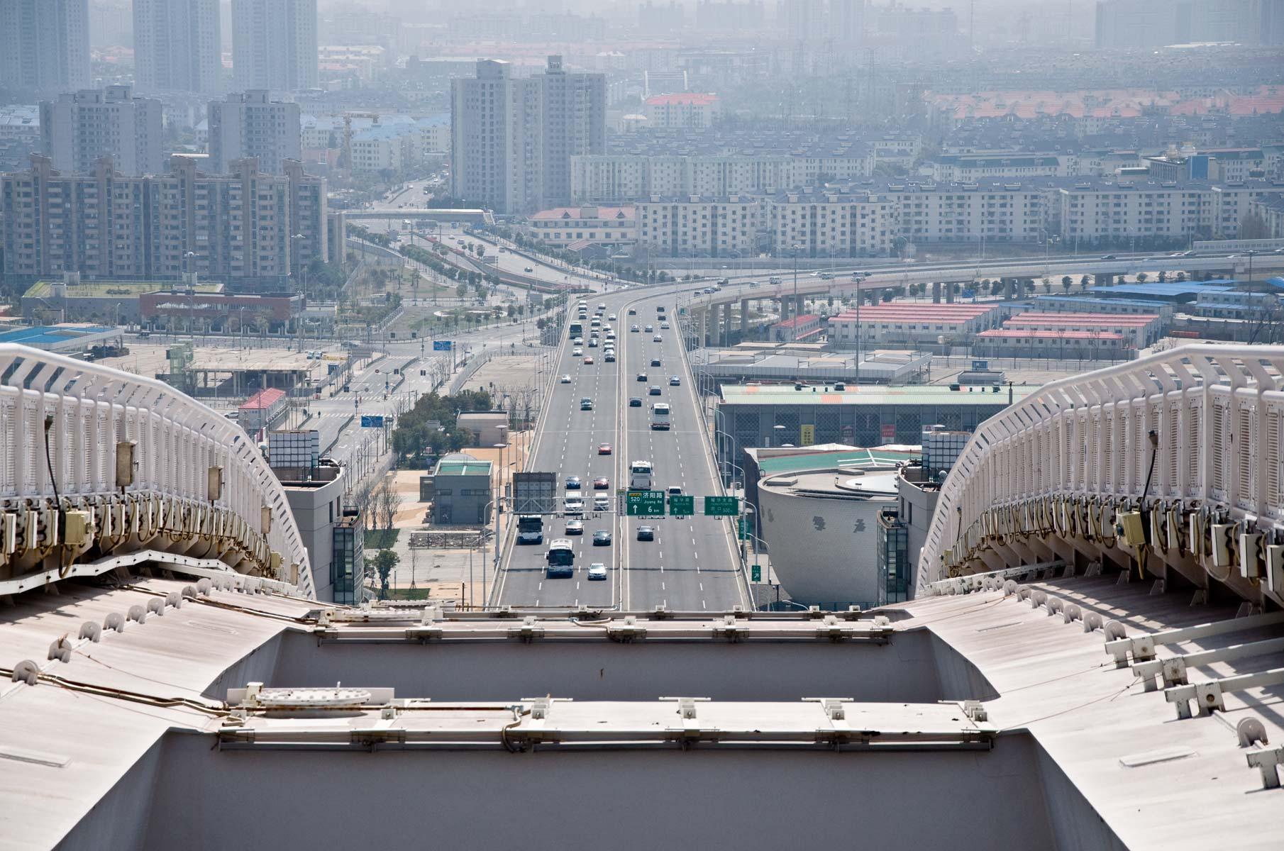 Blick von der Nanpu Bogenbrücke in Richtung Pudong, Shanghai