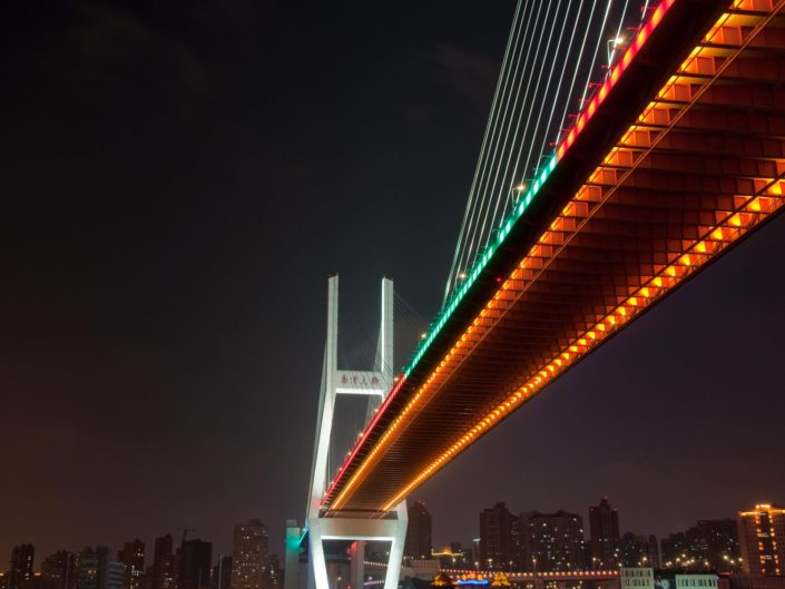 Nanpu Bridge bei Nacht zum Chinese New Year