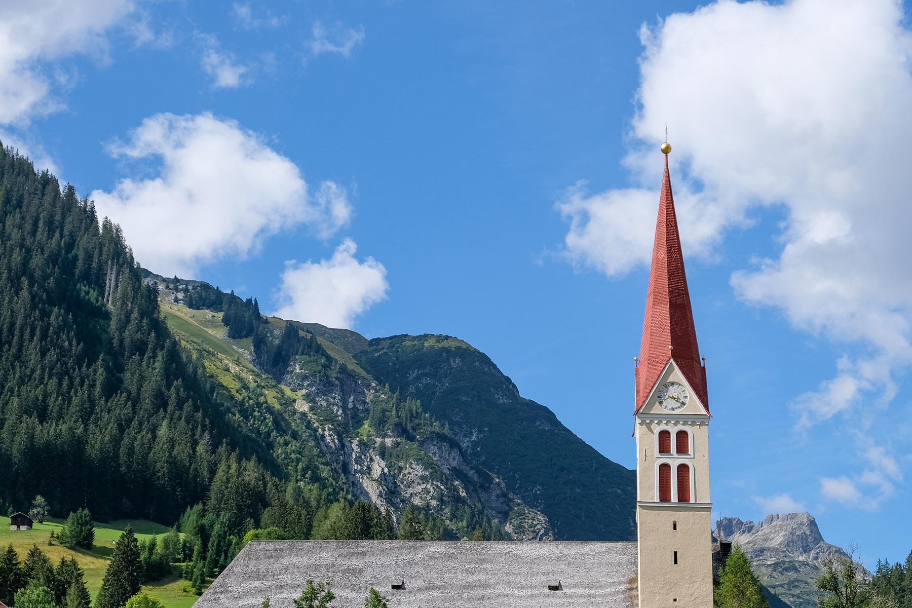 Unserer Lieben Frau Mariä Himmelfahrt Kirche in Holzgau, Österreich