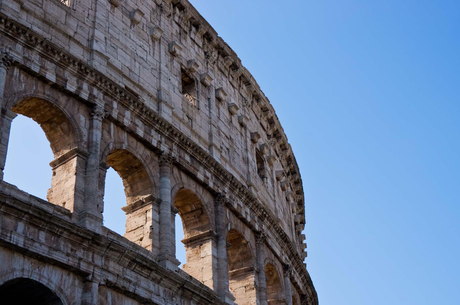 Kolosseum von außen in Rom, Italien