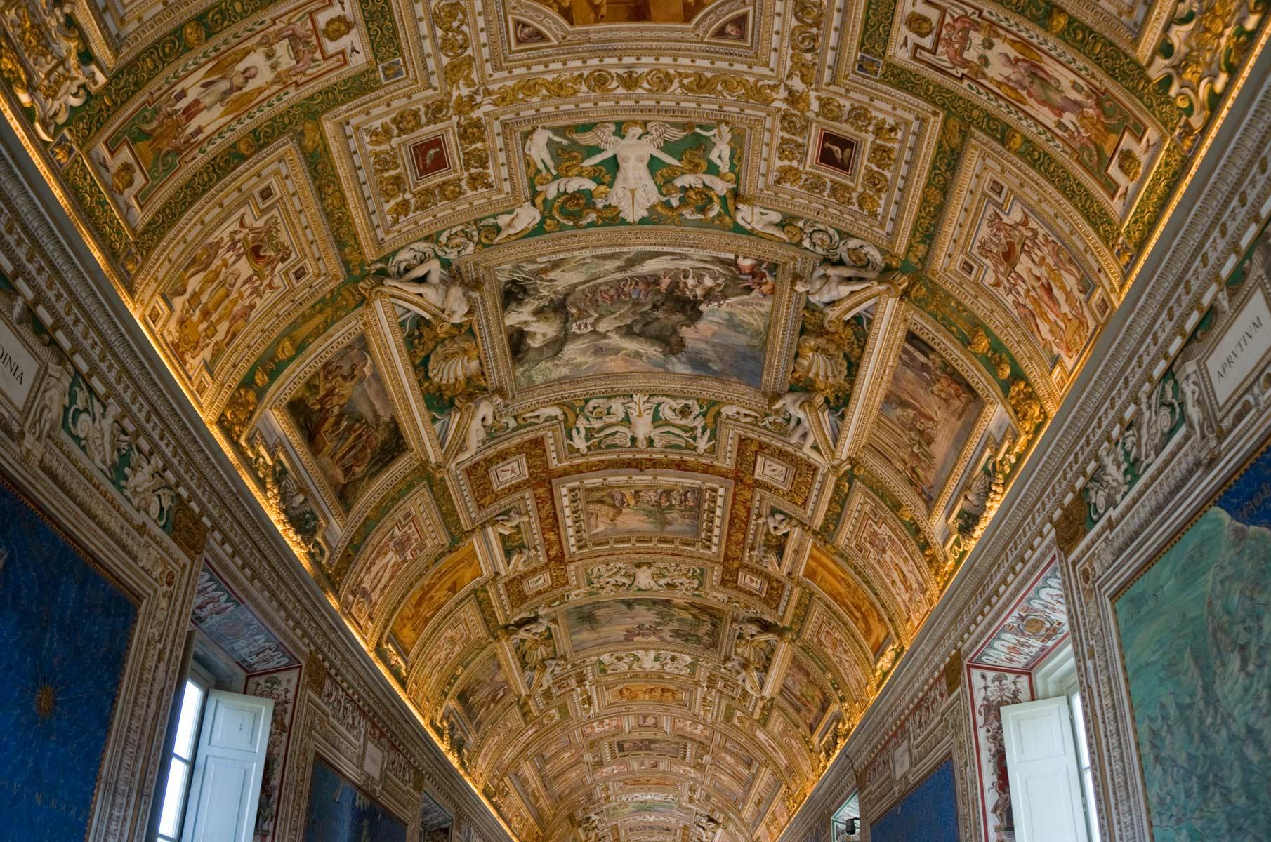 Wand- und Deckenmalereien im Vatikanischen Museum in Rom, Italien