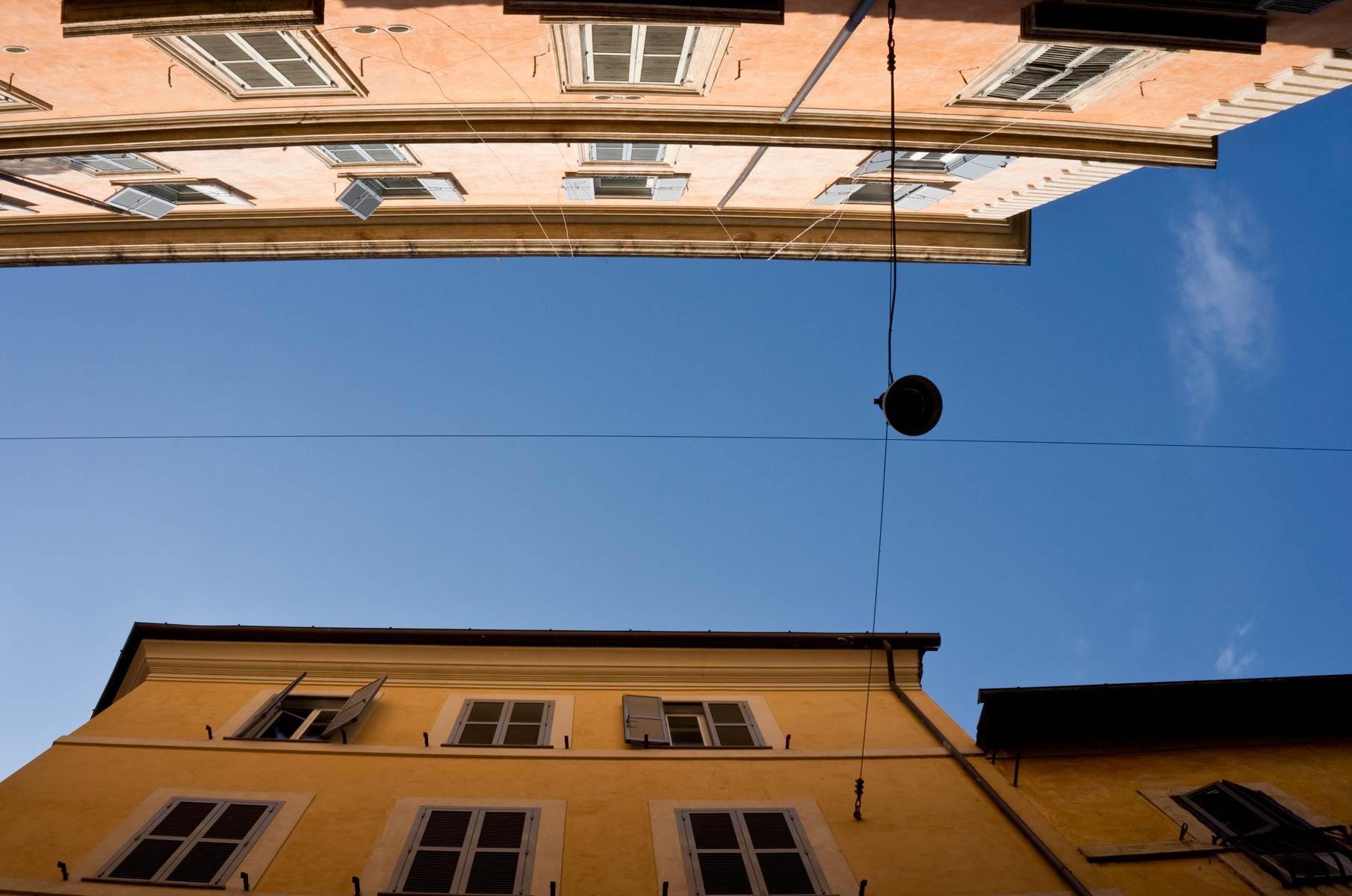 Blick zum Himmel in Rom, Italien