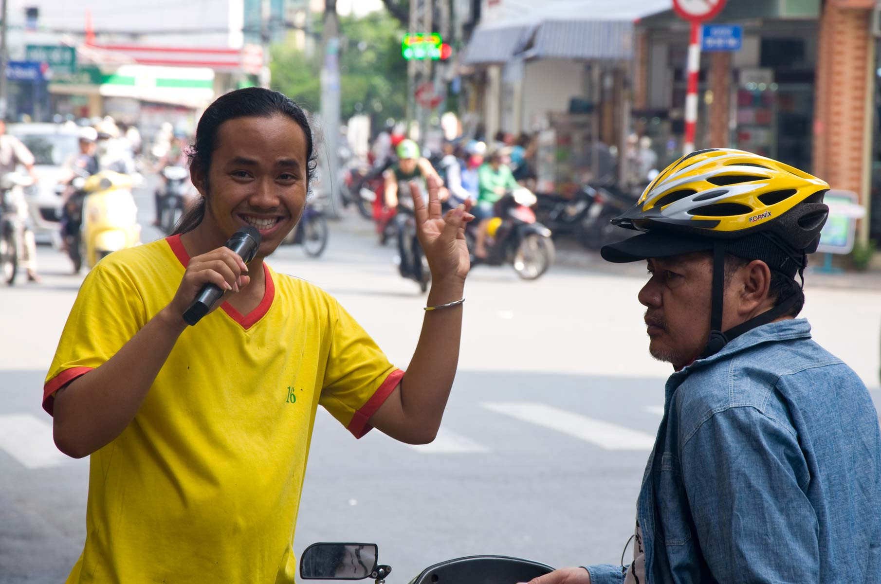 Verkäufer von französischen Baguettes in Saigon (Ho-Chi-Minh Stadt), Vietnam