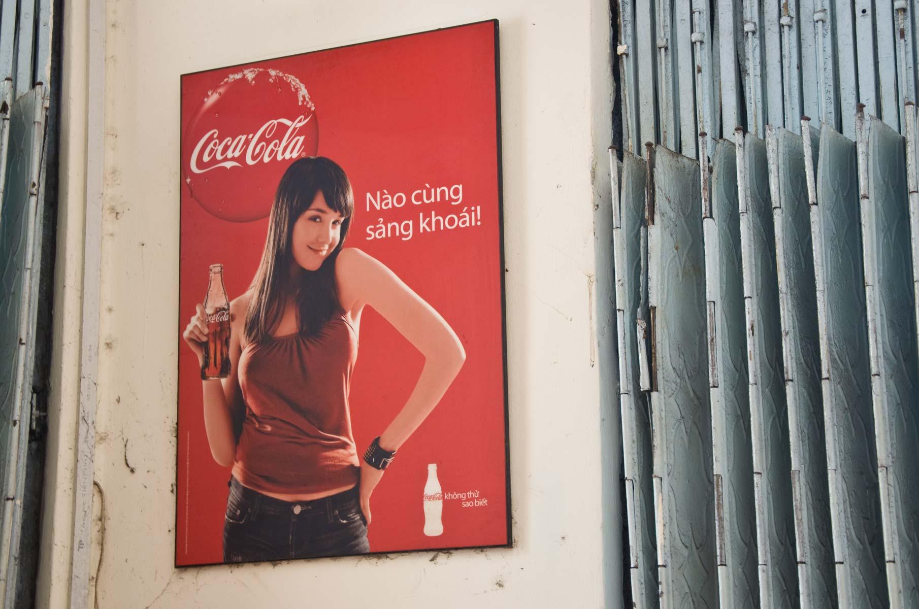 Coca-Cola Werbeposter in Saigon (Ho-Chi-Minh Stadt), Vietnam