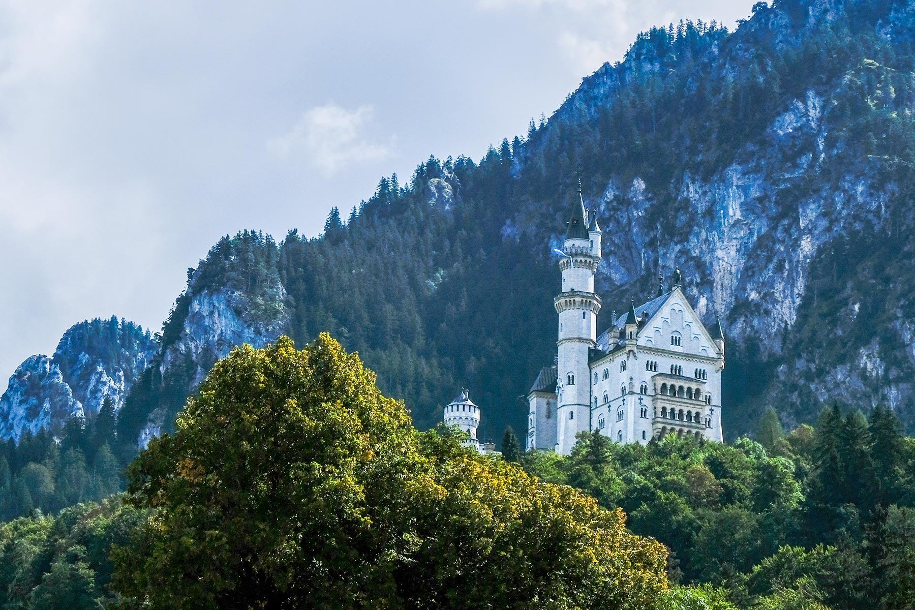 HDR Aufnahme des Schloss Neuschwanstein vom Besucherparkplatz