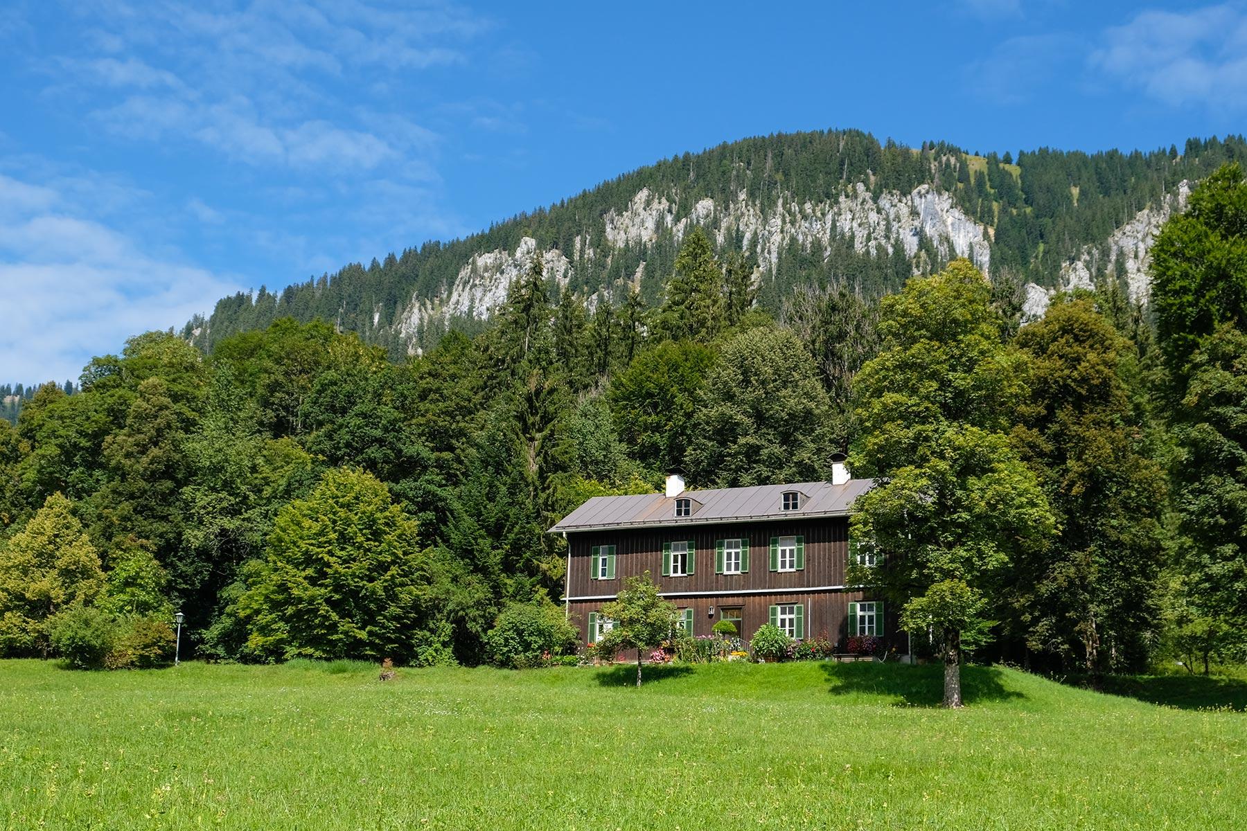 Ehemalige Bauhütte im Park Linderhof, Ettal