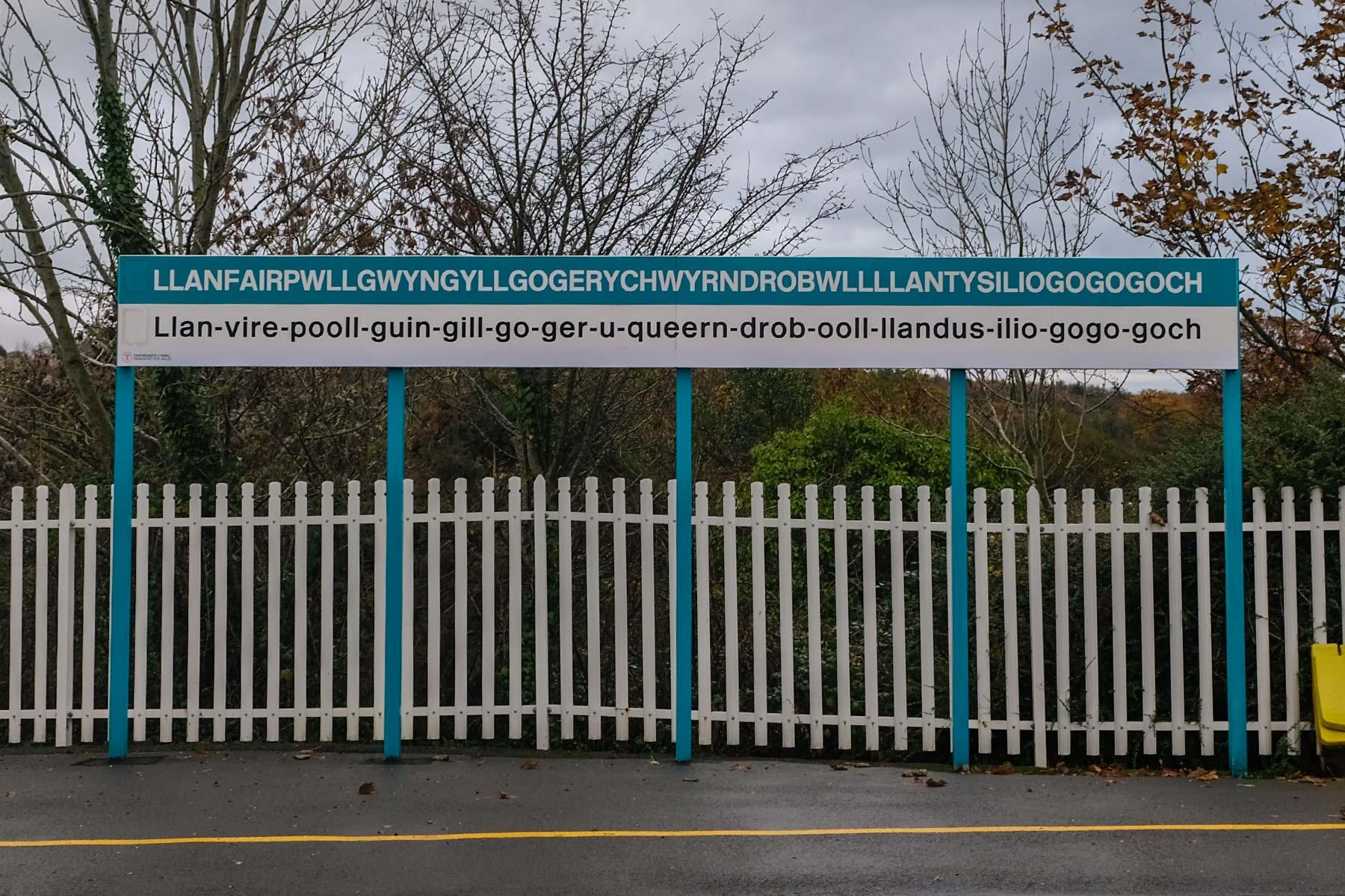 Gemeinde Llanfairpwllgwyngyllgogerychwyrndrobwllllantysiliogogogoch in Nord-Wales