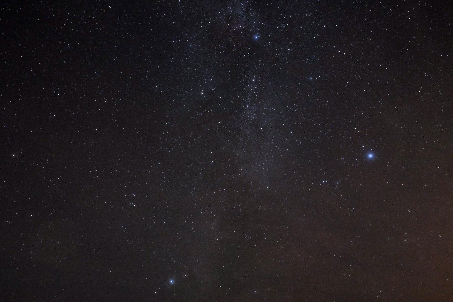 Sternenhimmel über der Isle of Skye, Schottland