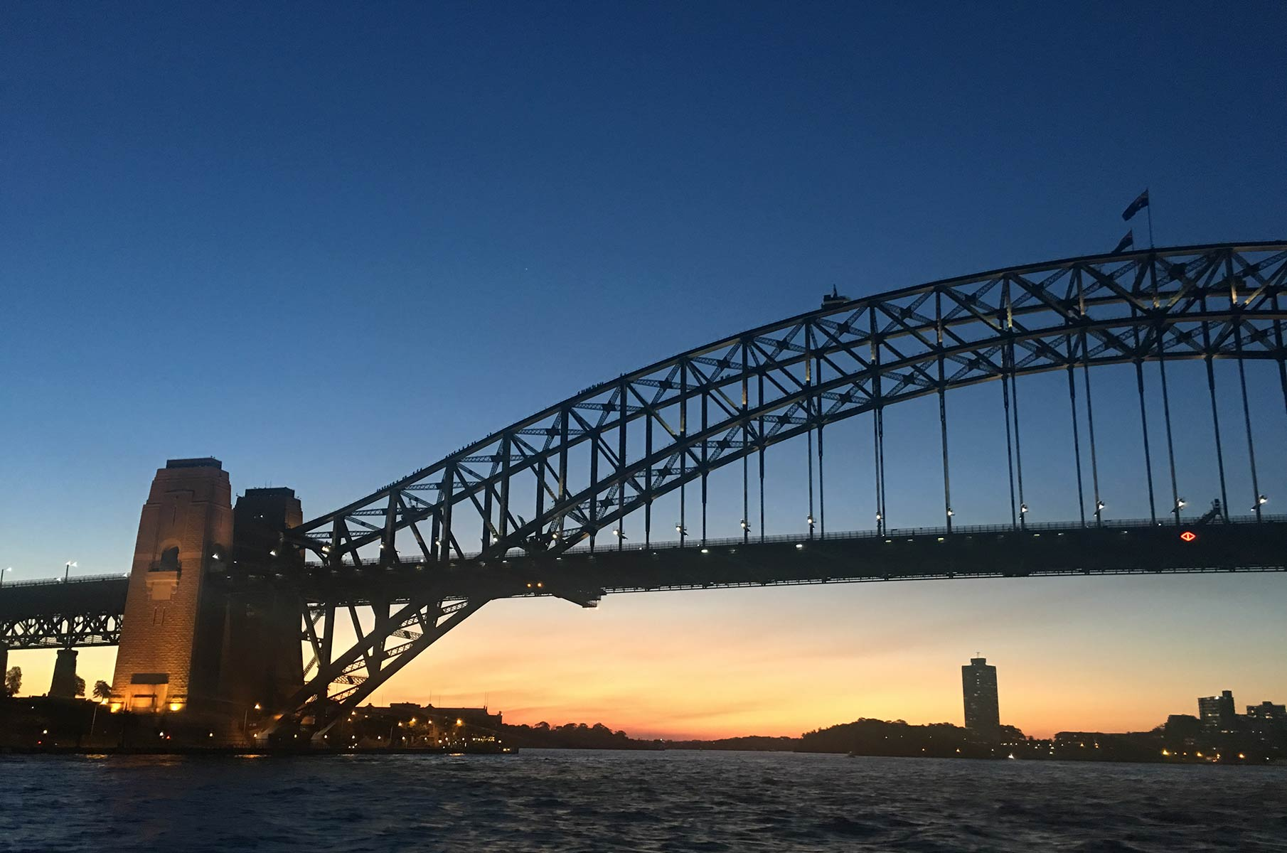 Sonnenuntergang an der Harbour Bay Bridge in Sydney, Australien
