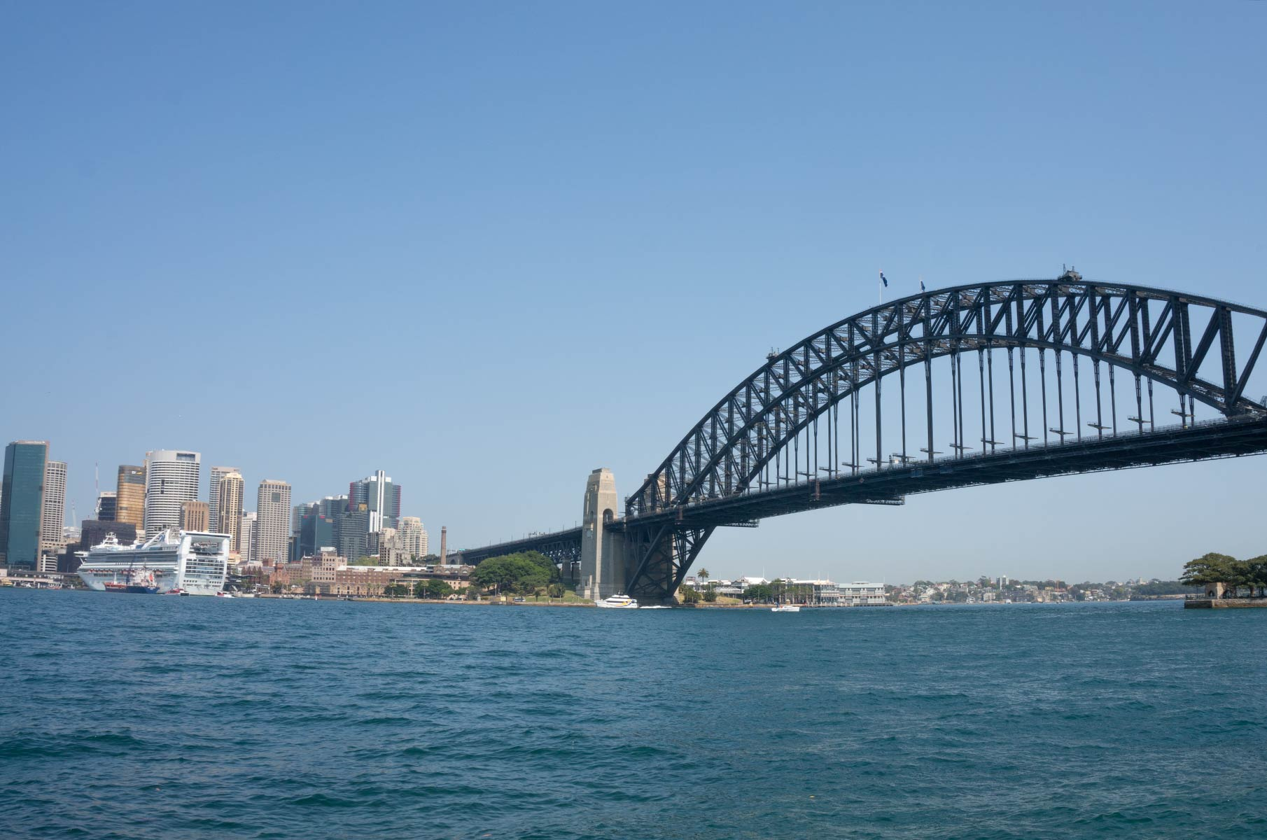 Blick vom Dr Mary Booth Lookout Reserve auf die Harbour Bay Bridge in Sydney, Australien