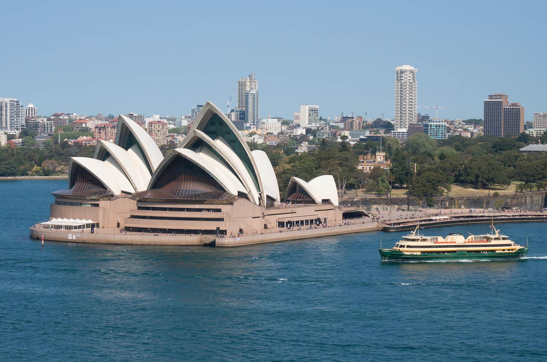 Blick vom Wilson Point unter der Harbour Bay Bridge auf das Sydney Opera House Opernhaus, Australien