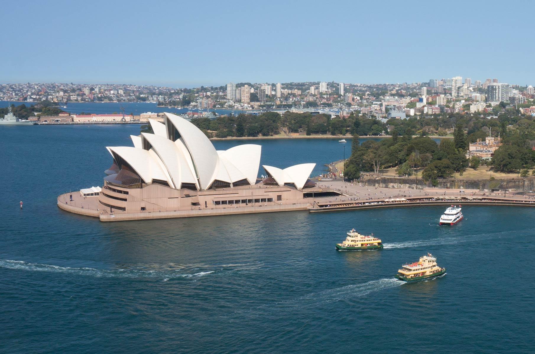 Blick vom Pylon Lookout auf der Harbour Bay Bridge auf das Sydney Opera House Opernhaus, Australien