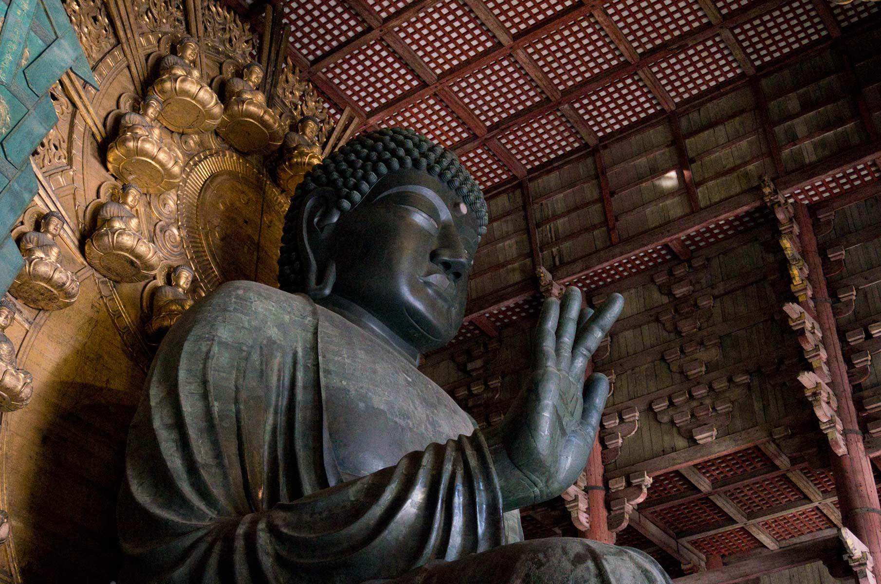 Buddah Statue im Todai-Ji im Nara Park in Nara, Japan