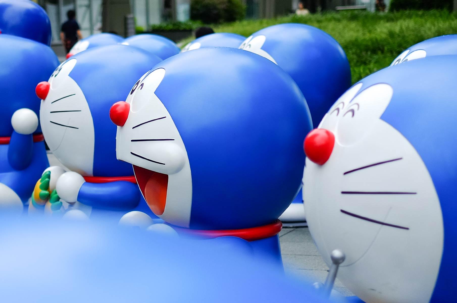 Viele Doraemon Figuren in Tokyo, Japan